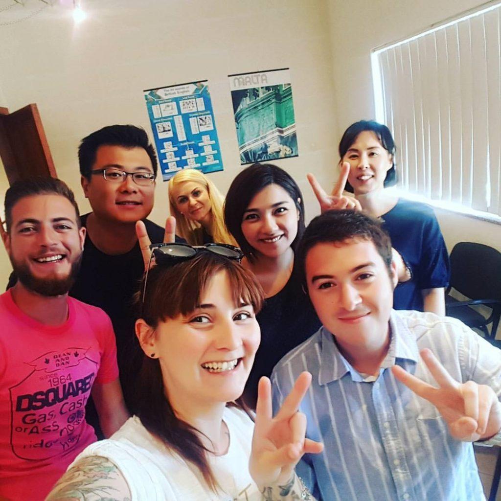 scuola di inglese Selfie - grande mix di nazionalità provenienti da ogni parte del mondo studenti provenienti da Italia, Spagna, Taiwan, Turchia e Corea