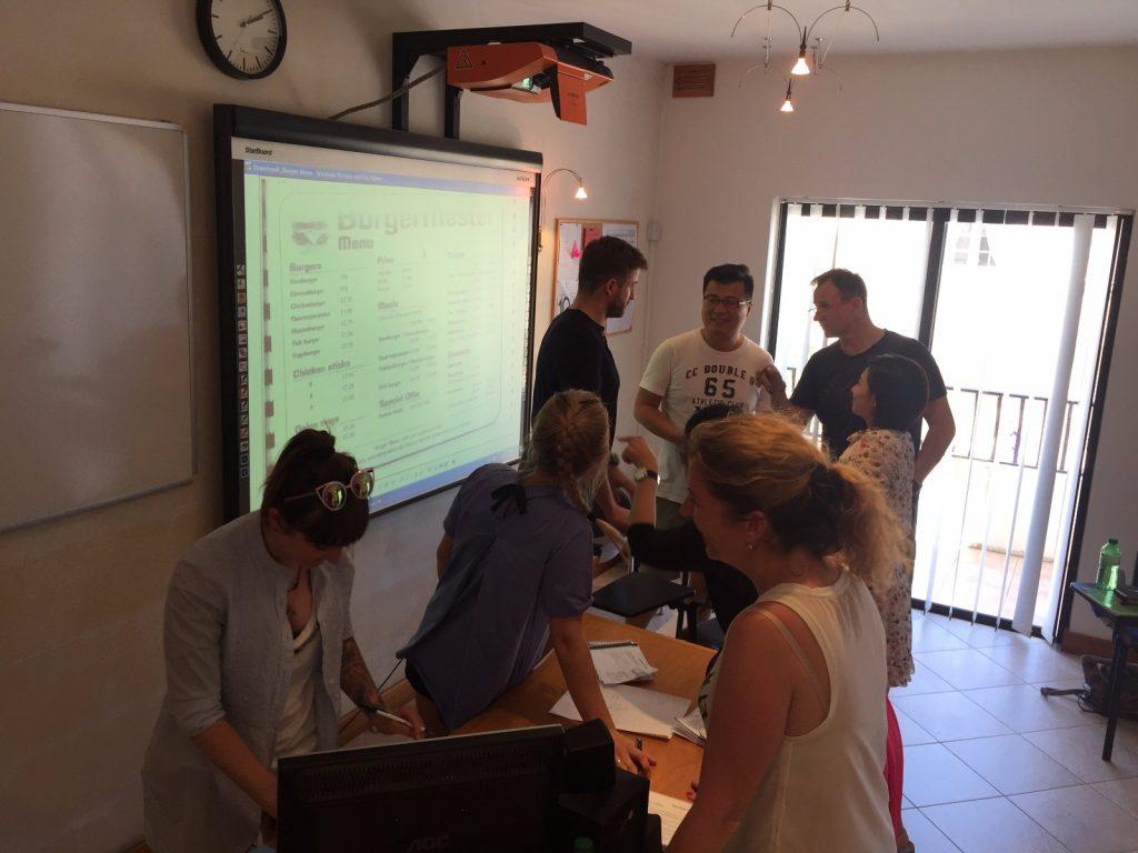 GSE Malta GSE Malta scuola di inglese aule con lavagna interattiva e attivita di lingua interattiva